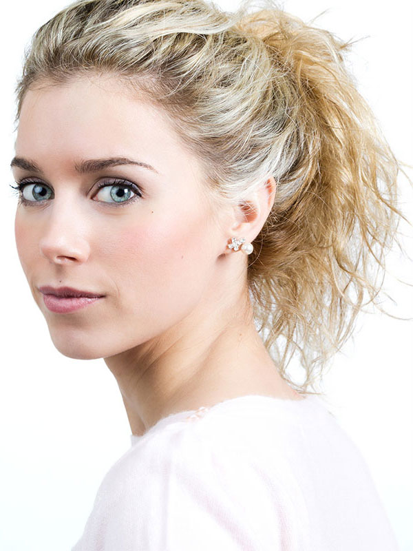model for Silkpeel Microdermabrasion treatments make exfoliation easy, accessible and instant.